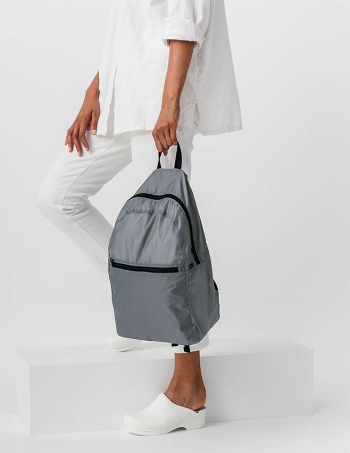 Alef Alef | אלף אלף - בגדי מעצבים | תיק גב אפור Ripstop BAGGU