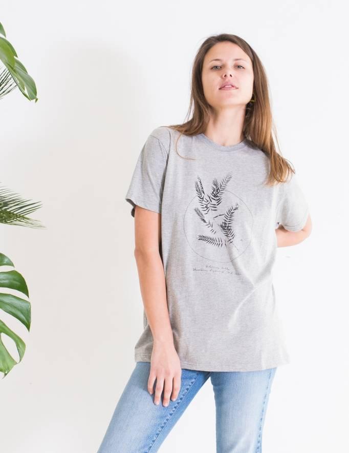 Alef Alef | אלף אלף - בגדי מעצבים | חולצת FLORA אפור דפוס שחור
