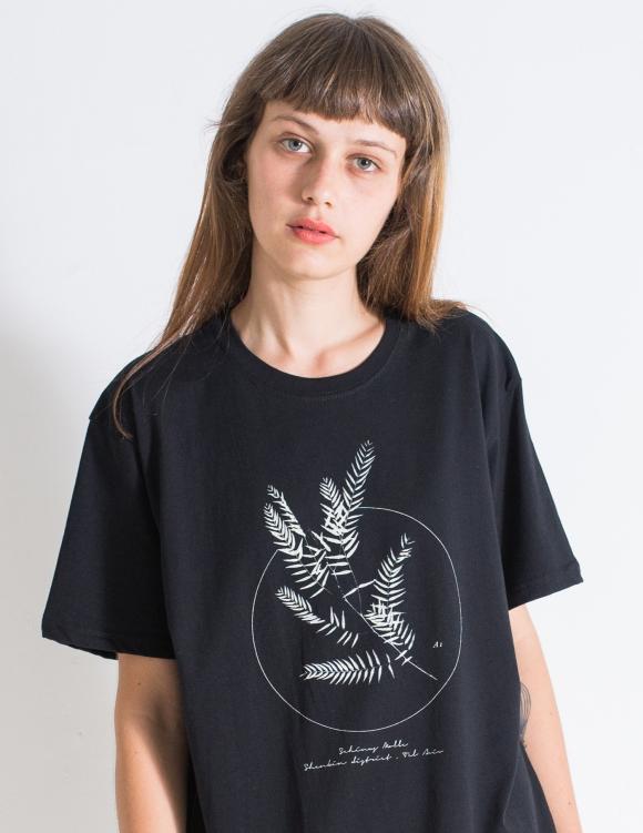 Alef Alef | אלף אלף - בגדי מעצבים | חולצת FLORA שחור דפוס לבן