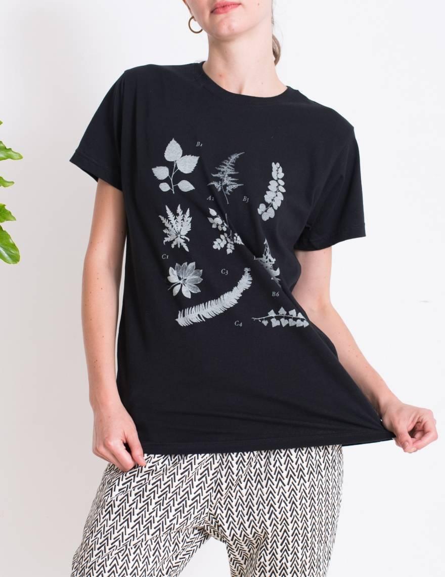 Alef Alef | אלף אלף - בגדי מעצבים | חולצת FLORA B  שחור דפוס לבן