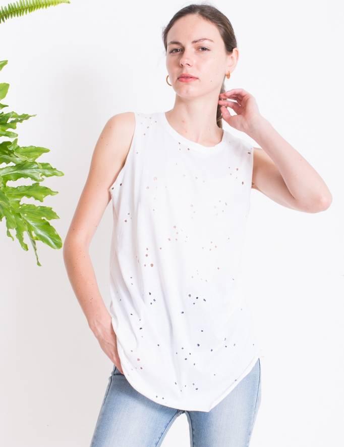 Alef Alef | אלף אלף - בגדי מעצבים | גופיית Rue לבן מחורר