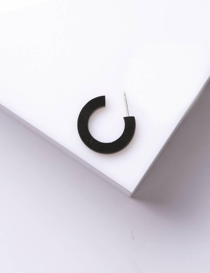 Alef Alef | אלף אלף - בגדי מעצבים | עגיל EF SNAP שחור קטן