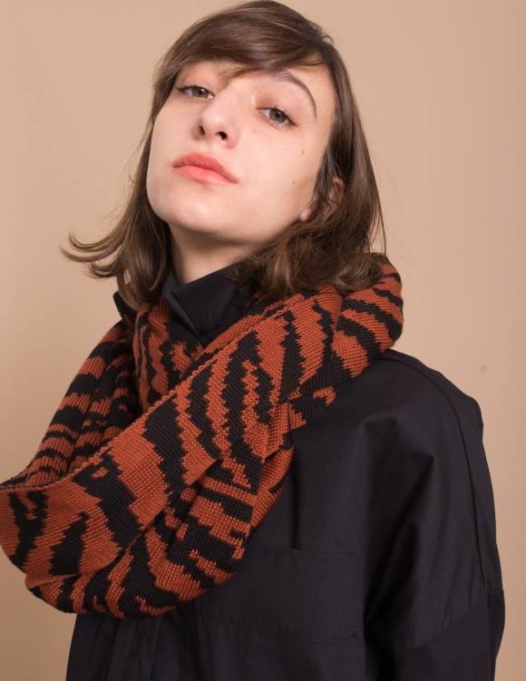 Alef Alef | אלף אלף - בגדי מעצבים | צעיף זברה שחור/חמרה