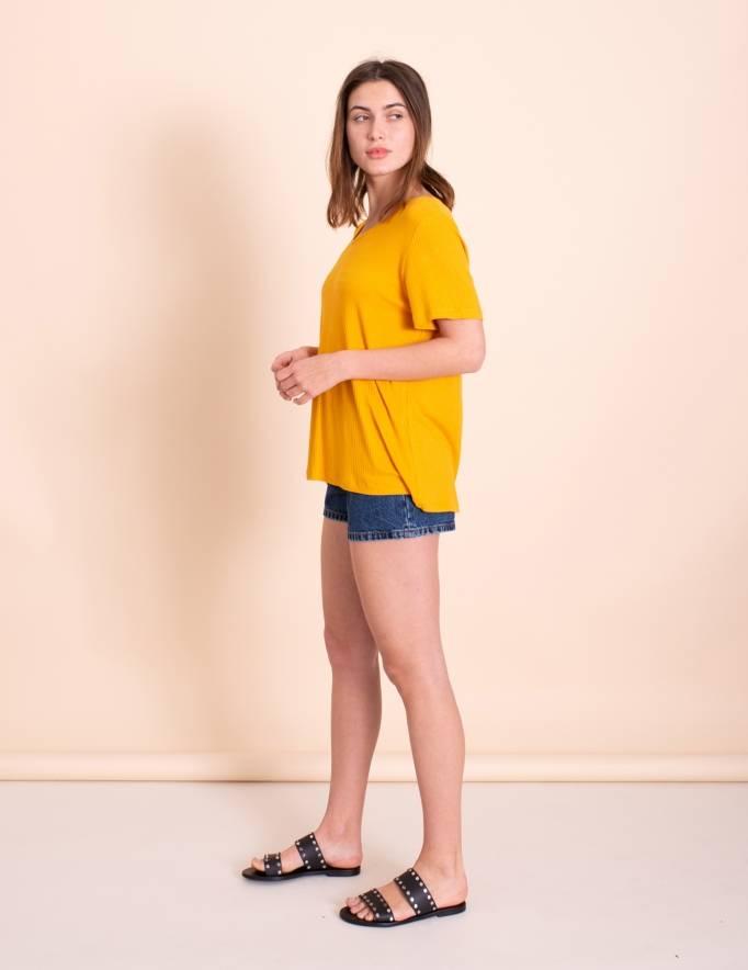 Alef Alef | אלף אלף - בגדי מעצבים | חולצת Britney חרדל