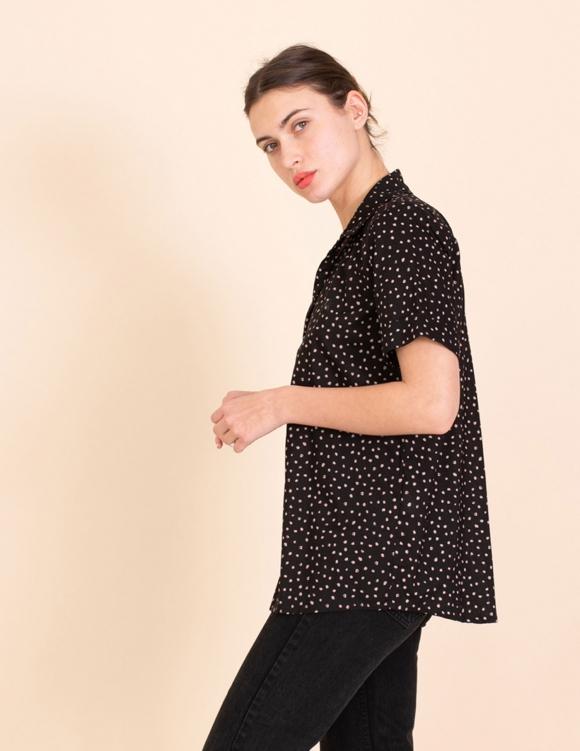 Alef Alef | אלף אלף - בגדי מעצבים | חולצת Lewis שחור נקודות ורודות
