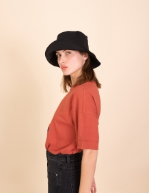 Alef Alef | אלף אלף - בגדי מעצבים | כובע בד שחור