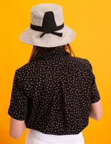 Alef Alef   אלף אלף - בגדי מעצבים   כובע בד אבן