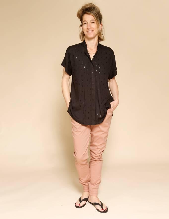 Alef Alef | אלף אלף - בגדי מעצבים | חולצת Mann שחור/דפוס מבריק